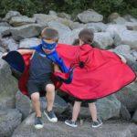 Cape de superhéros réversible bleu/rouge avec masque, taille 4-6 ans